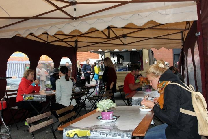 Café Citikan teltalla nautiskeltiin.
